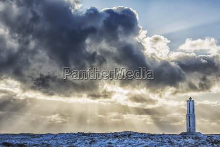 rays of light shine out from