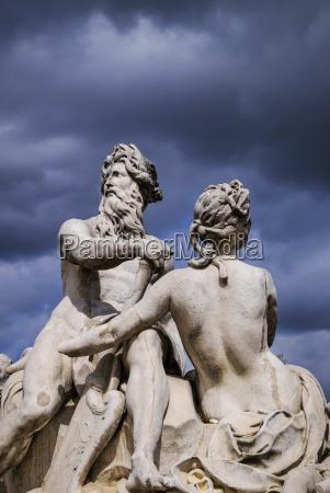 statues on place de la concorde