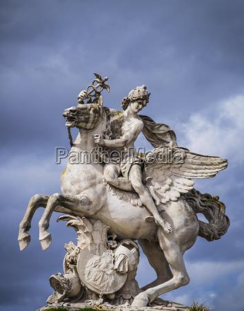 statue of perseus on pegasus in