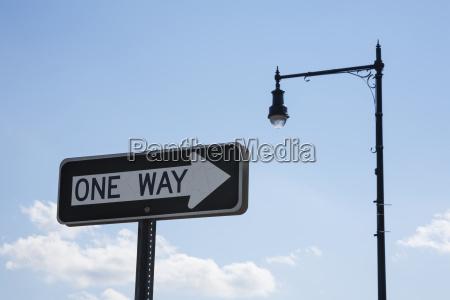 schild signal zeichen blau gehen geht