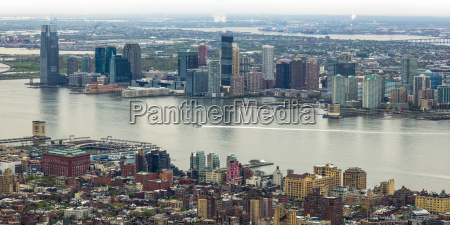manhattan and brooklyn on either side