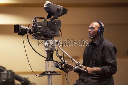 mann operabel eine tv kamera