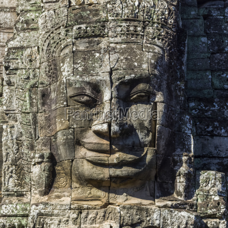 buddhist statue at bayon temple angkor