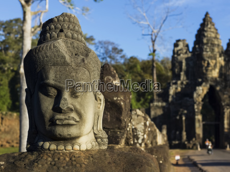 buddhist statue south gate angkor thom