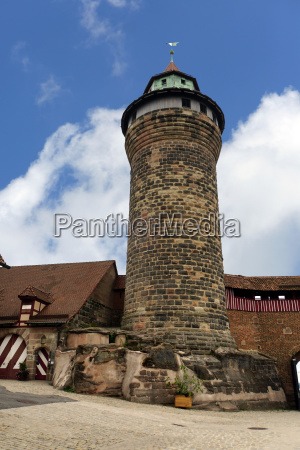 historische altstadt nuernberg sinwellturm auf