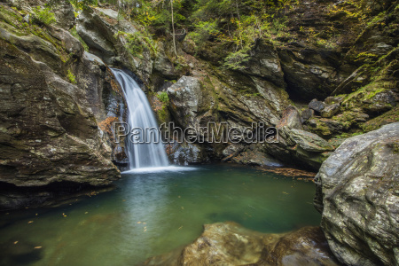 bingham falls with foliage on the
