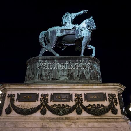 denkmal monument pferd ross statue nacht