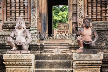 sculptures of hanuman banteay srei angkor