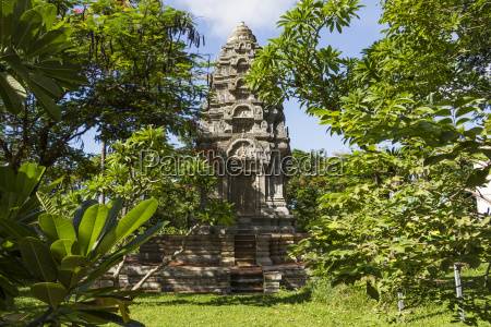 khmer style pagoda at wat damnak