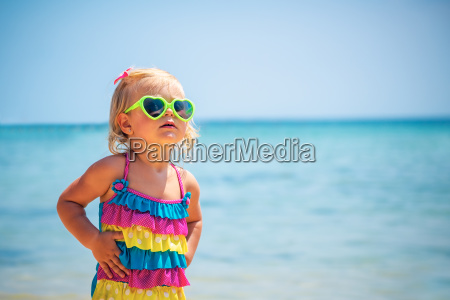 nettes baby am strand