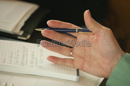 zumachen schliessen handbewegung buero hand makro