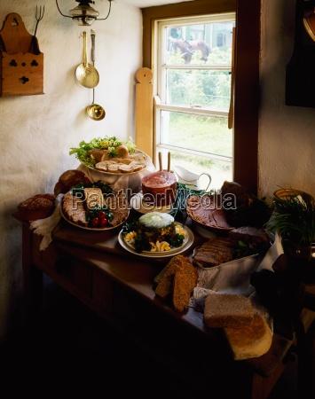 buffet in einem bauernhaus