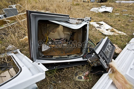 objekt objekte gegenstand durcheinander zerbrochen outdoor