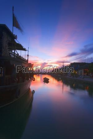 fahrt reisen asien sonnenuntergang maritim tourismus