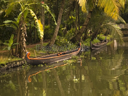 canoe in the water india