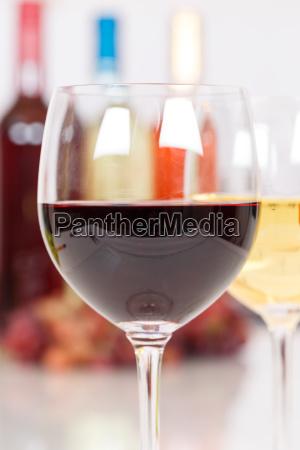wein rotwein im glas hochformat