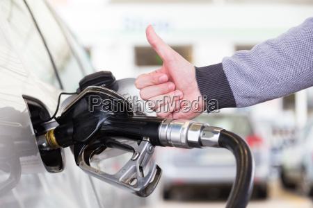 benzin oder benzin wird in ein