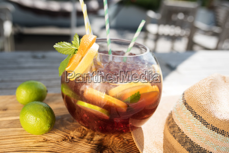 summer sangria punch with fruits