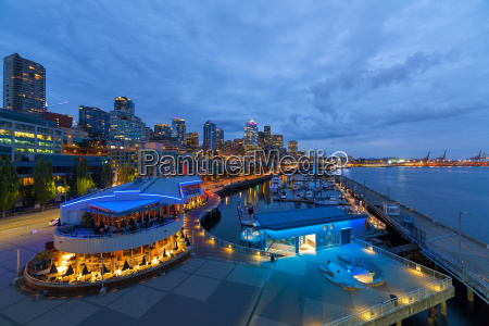 seattle skyline von der waterfront in