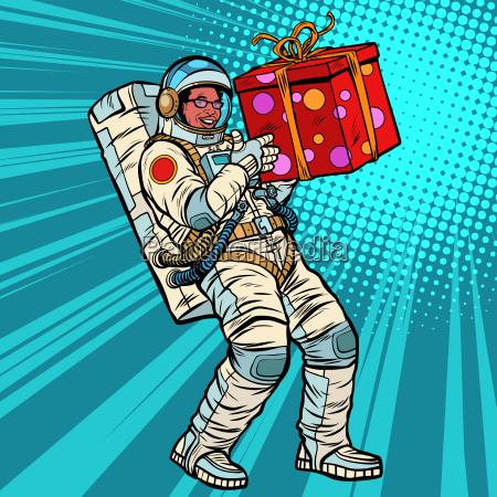 astronaut geburtstag mit einem geschenk afroamerikanischen