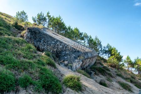 mahnmal gedenkstaette stein schlacht strand sommer