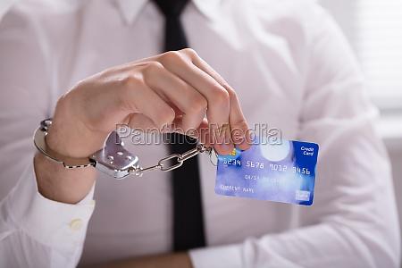 eine verhaftete person hand die auf
