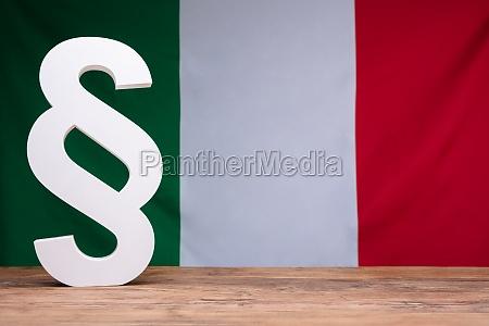 fahne gesetz flagge italiener hinten italienisch