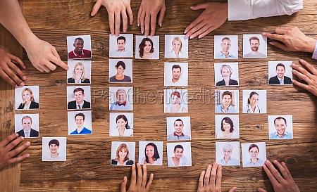 geschaeftsleute waehlen fotografie des kandidaten