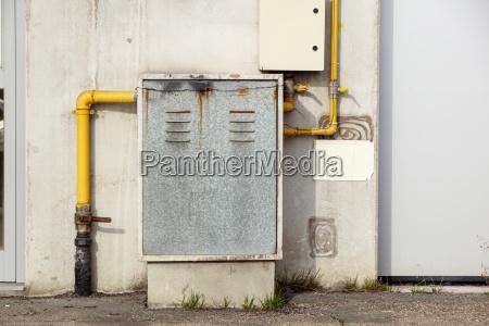 industriegaszaehler gelbe box und rohre