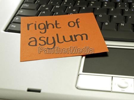 notiz auf notebook asylrecht