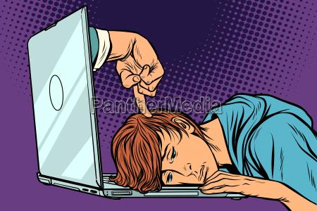 fristenkonzept mueder mann am laptop