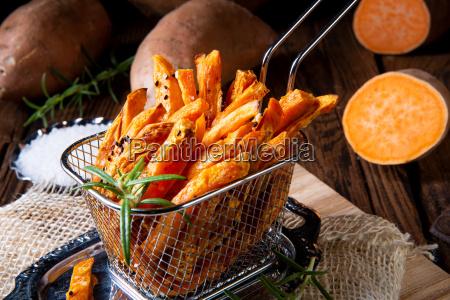 knusprige suesskartoffelpommes aus dem ofen