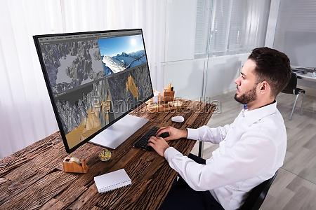 mann bearbeitet 3d landschaft am computer