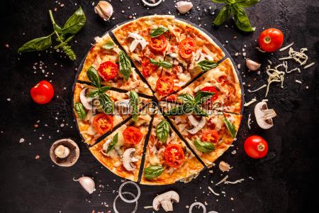 koestliche italienische pizza
