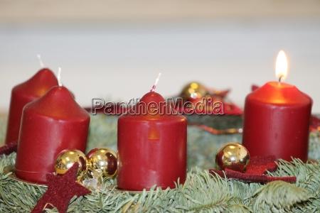 weihnachten advent adventskranz kerzenschein weihnachtsbaum