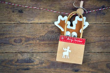 weihnachtsselbst gemachter lebkuchen mit festlicher weihnachtsdekoration