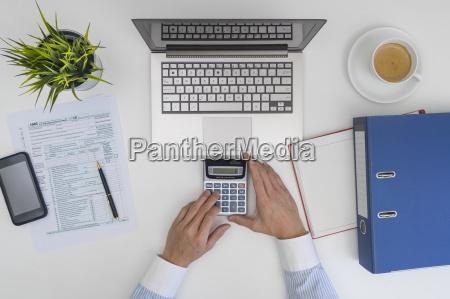 ufficio portatile computer calcolo mano scrivania