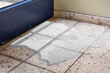 flooded floor von wasserleckage