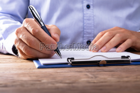 contratto di firma di uomo daffari