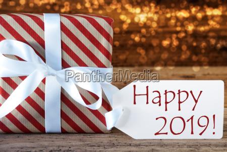 atmosphaerische weihnachtsgeschenk mit label lichter gluecklich