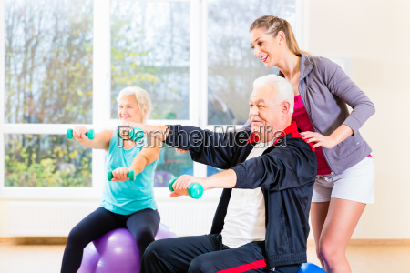 physiotherapist coaching senior people