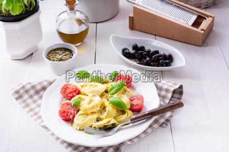 ravioli mit spinatfuellung geriebenem kaese und