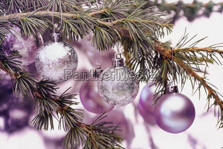 rosa weihnachtskugeln