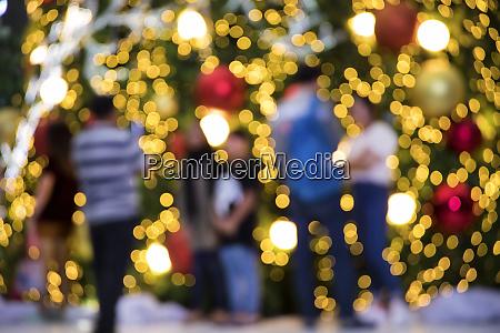 abstraktes verschwommenes hintergrundbild der weihnachtsdekoration mit