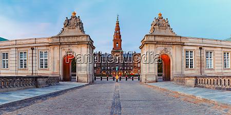 christiansborg palast in kopenhagen daenemark