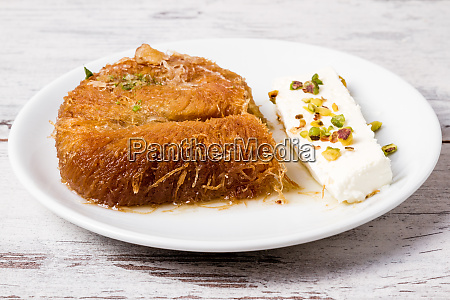 turkish style sweet creamy gebaeck kadayif
