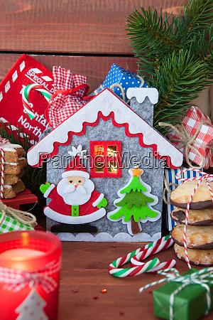 kleine geschenke und weihnachtsplaetzchen