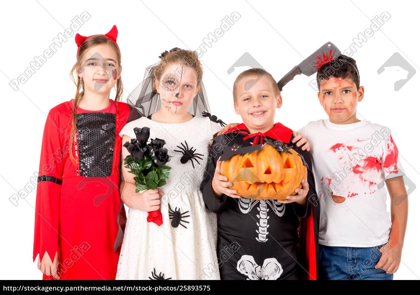 Halloween Gruppo.Lizenzfreies Bild 25893575 Gruppe Kinder In Halloween Kostumen