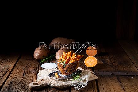 knusprige suesskartoffelfrites aus dem ofen