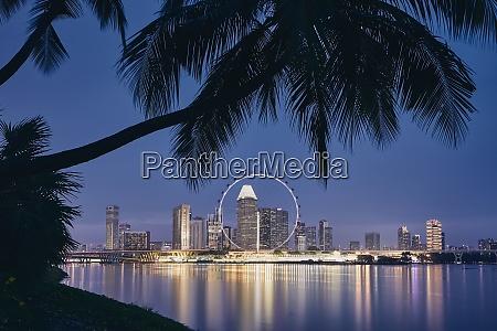 die skyline von singapur in der